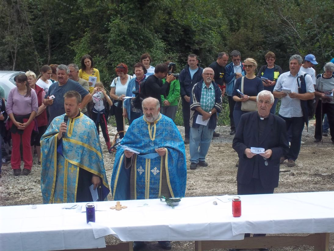 U Popovićima blagoslovljen novi križ