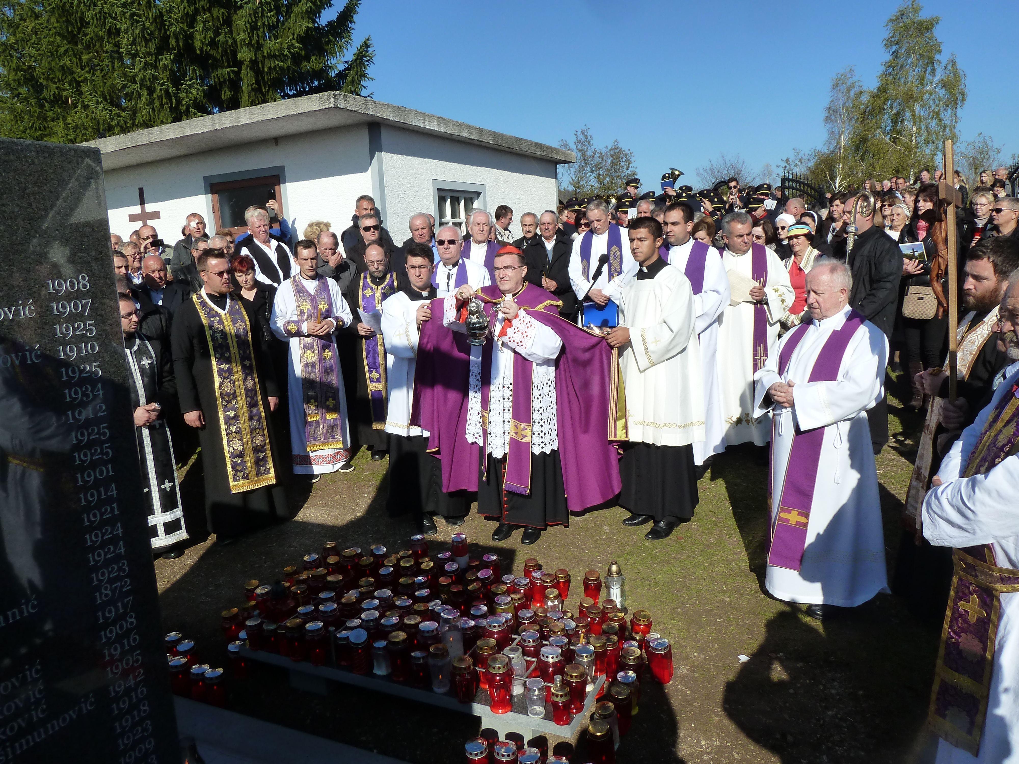Svećenici Vikarijata s kardinalom na svečanosti u Kalju