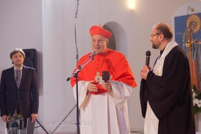 Bečki kardinal Schönborn nosi grkokatoličku panagiju