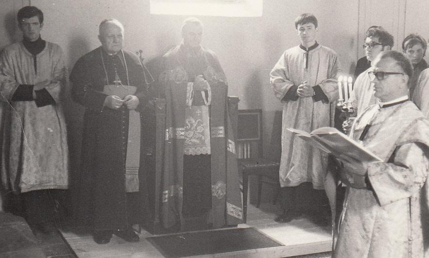 Kardinal Franjo Kuharić na liturgijama je nosio grkokatolički arhijerejski plašt