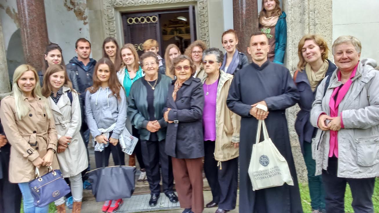 Studenti Hrvatskih studija iz Zagreba na liturgiji u Pribiću