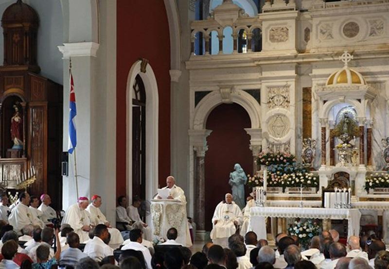 """Papa Franjo: """"Želimo biti Crkva koja izlazi iz kuće, podiže mostove, ruši zidove i sije pomirenje"""""""
