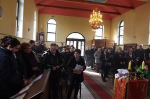 Vjernici u samoborskoj crkvi na Zadusnoj liturgiji 2016