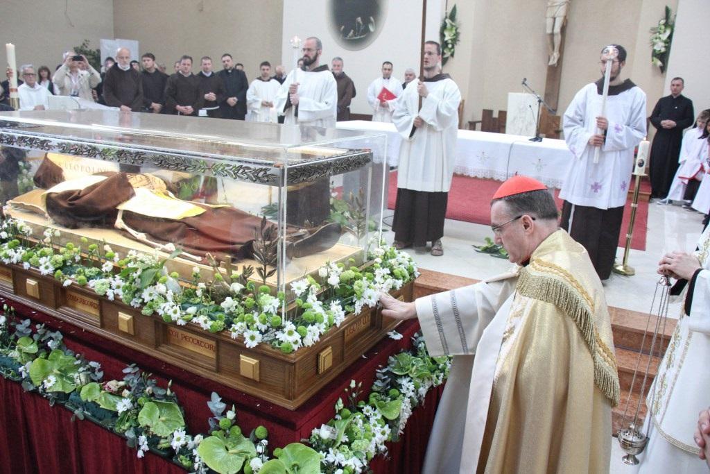 Kardinal Bozanić predvodio obred ispraćaja tijela svetog Leopolda