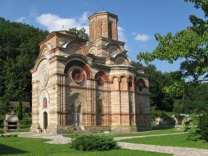 Srpski manastir Ljubostinja do vrha hrama ukrasen sahovnicama
