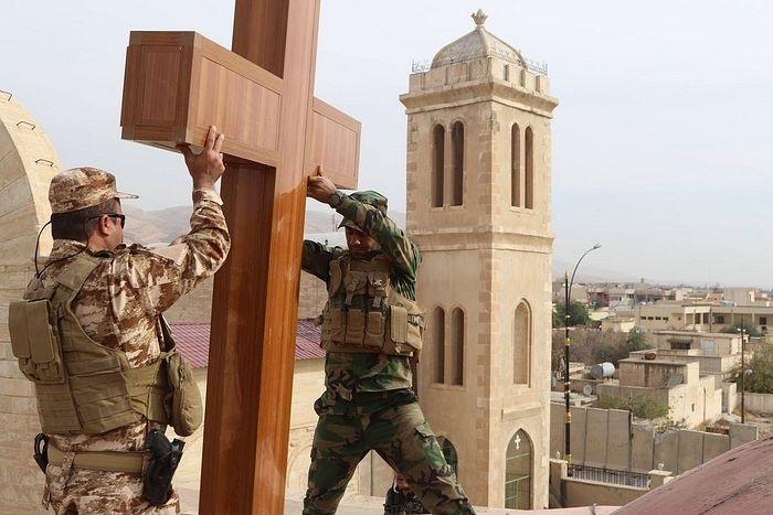 Vraćaju se križevi na crkve u Siriji i Iraku