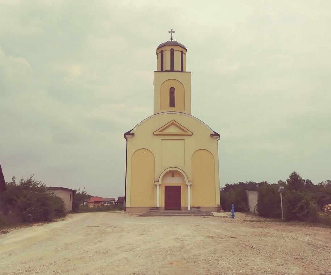 Uljepšan prostor ispred velebne grkokatoličke crkve u Jastrebarskom