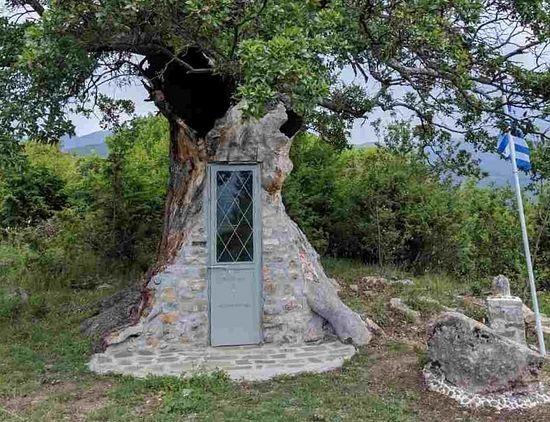 Zanimljivost iz Grčke – u stablu masline uredili kapelicu