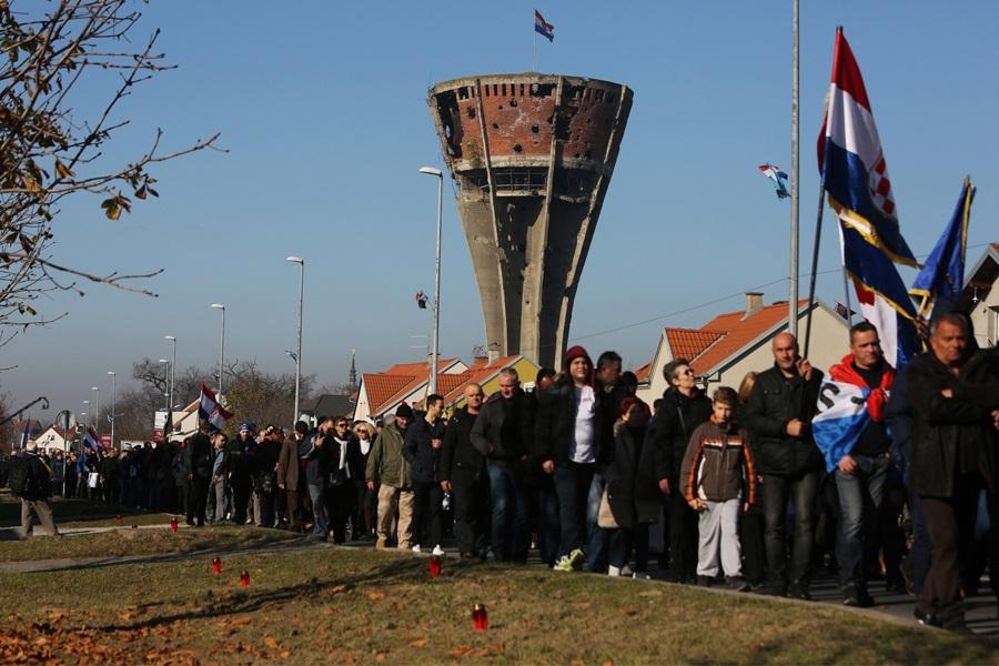 Hrvati iz BiH krenuli prema Vukovaru: 'Zajedno u ratu, zajedno u miru'