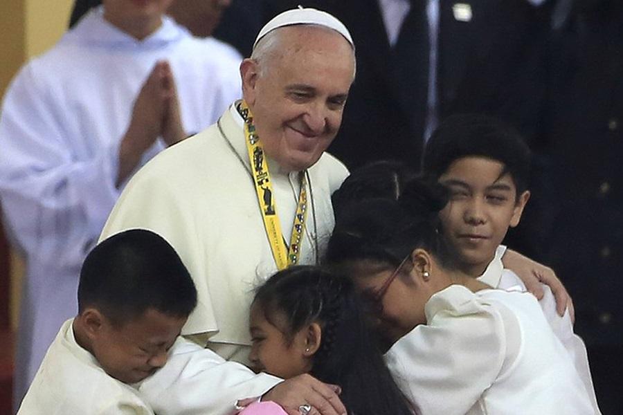 Papa: Molimo za djecu koja su žrtve pobačaja, gladi i prisilnog novačenja