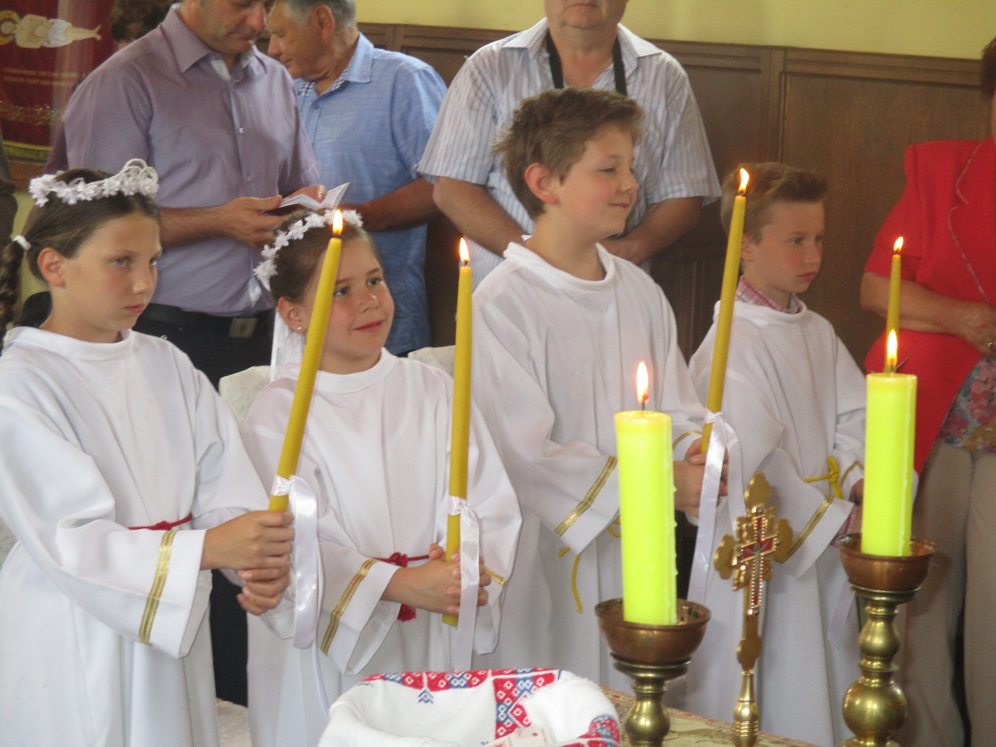 Na blagdan Duhova u Samoboru održana Prva sveta Pričest