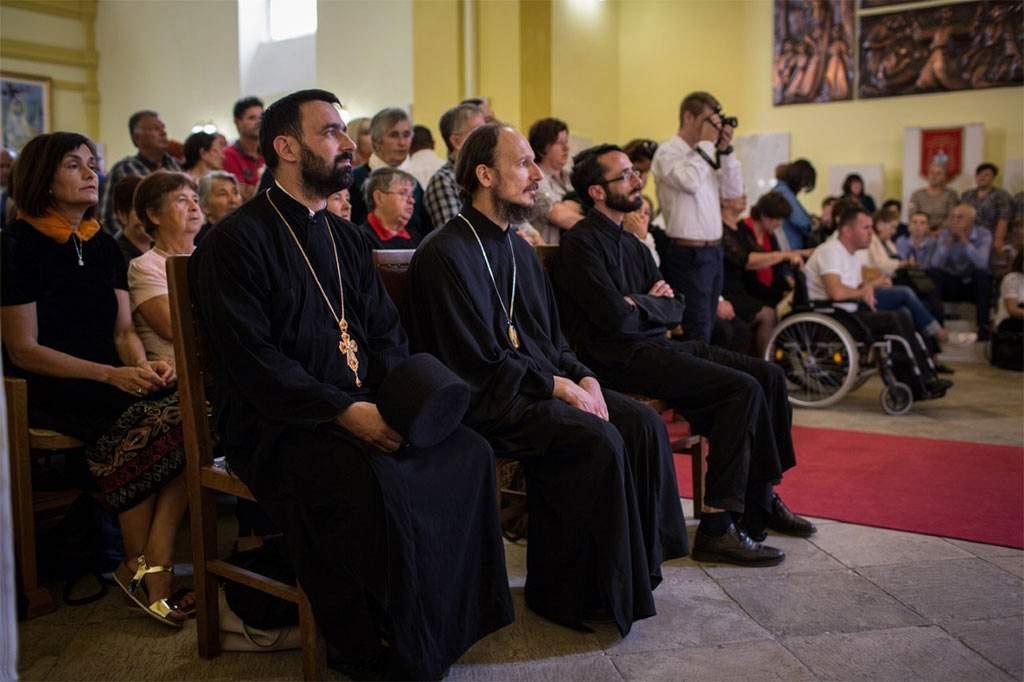 Novi vladika Dimitrije na misi u katedrali