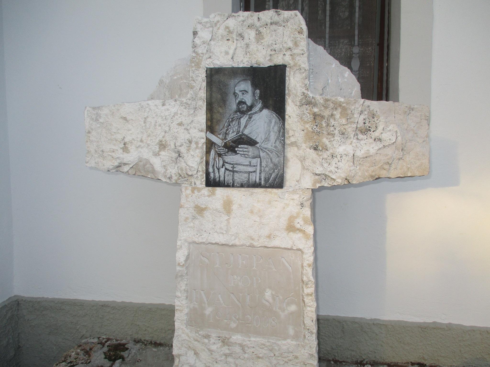 Pokojnom svećeniku Žumberačkog vikarijata o. Stjepanu Ivanušiću uoči Zadušnih subota obnovljena grobnica