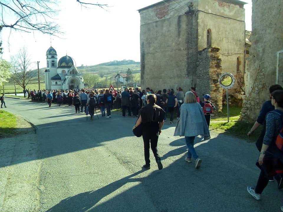 Mnoštvo vjernika Jaskanskog dekanata na Križnom putu posjetilo crkvu Blagovijesti u Pribiću
