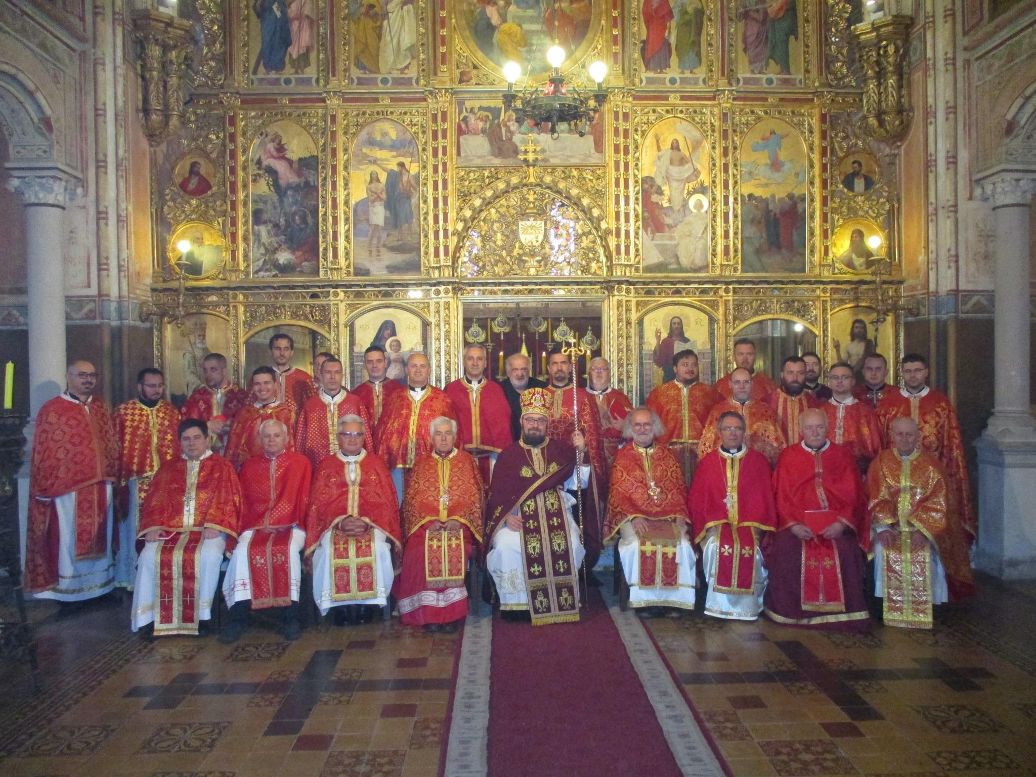Svećenici Križevačke eparhije sa svojim ordinarijem na Veliki četvrtak u katedrali slavili liturgiju