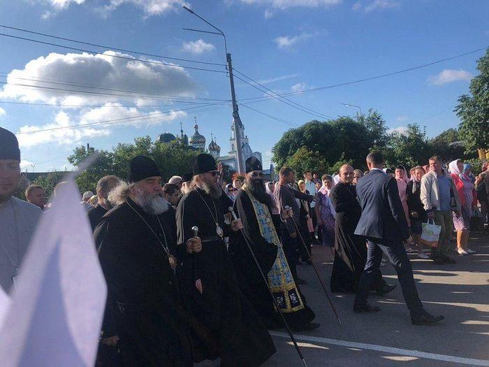 U Ukrajini tisuće ljudi u procesiji u spomen na čudo s Križem Gospodnjim iz 1923. godine