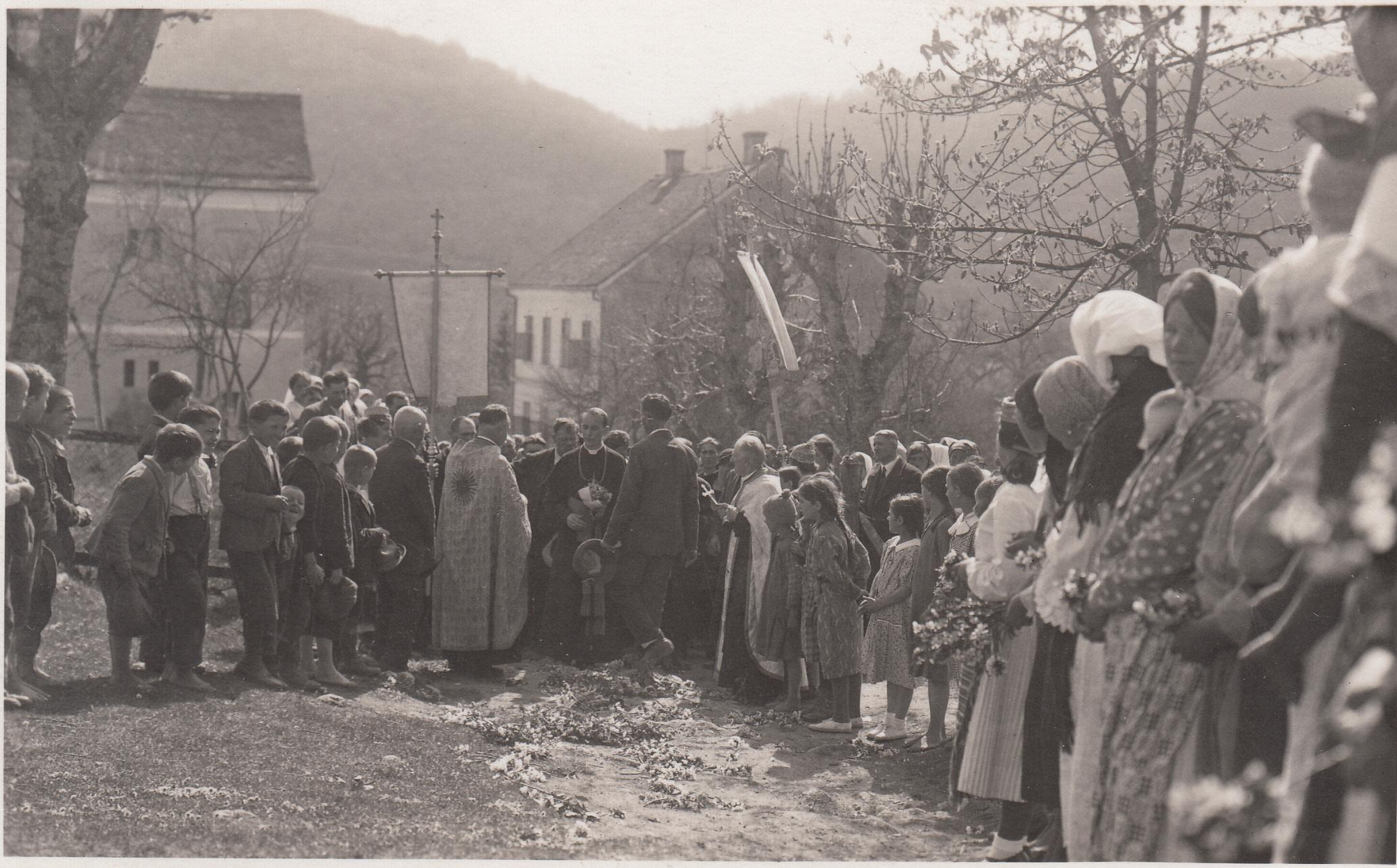 Pronađena jedinstvena fotografija: Nadbiskup Stepinac i grkokatolički svećenici u Sošicama 1935. godine