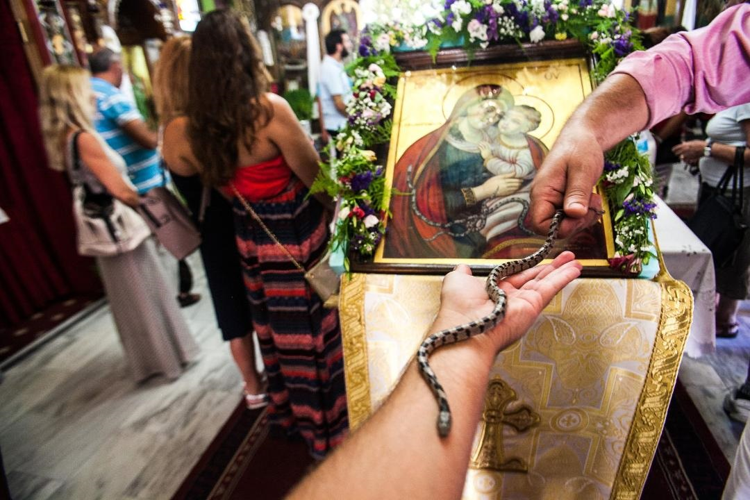 I ove godine nakon Preobraženja do Uspenija u jednu crkvu u Grčkoj ulaze zmije