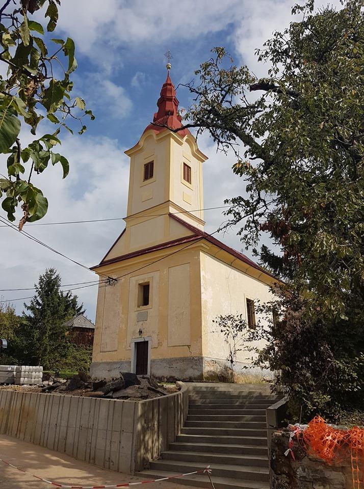 Uređenje platoa ispred župne crkve u Kaštu