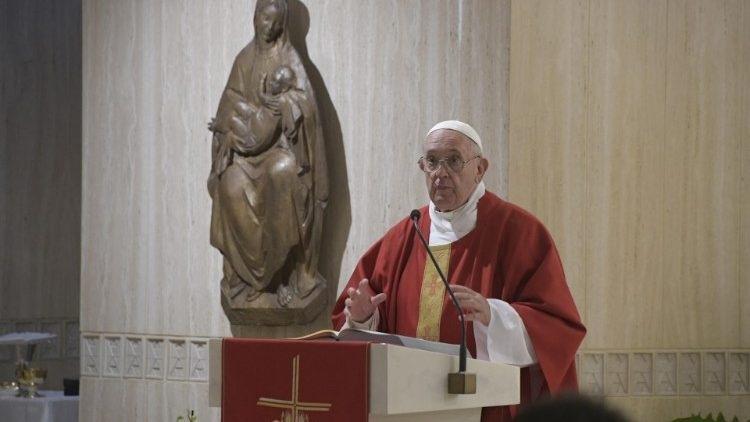 Papa: Kada je biskupska ili svećenička služba navezana na novac, povezana je s korijenom svih zala