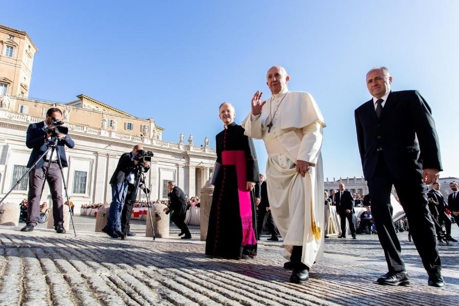 Papa: Potrebno je evangelizirati i omogućavati susret s Bogom