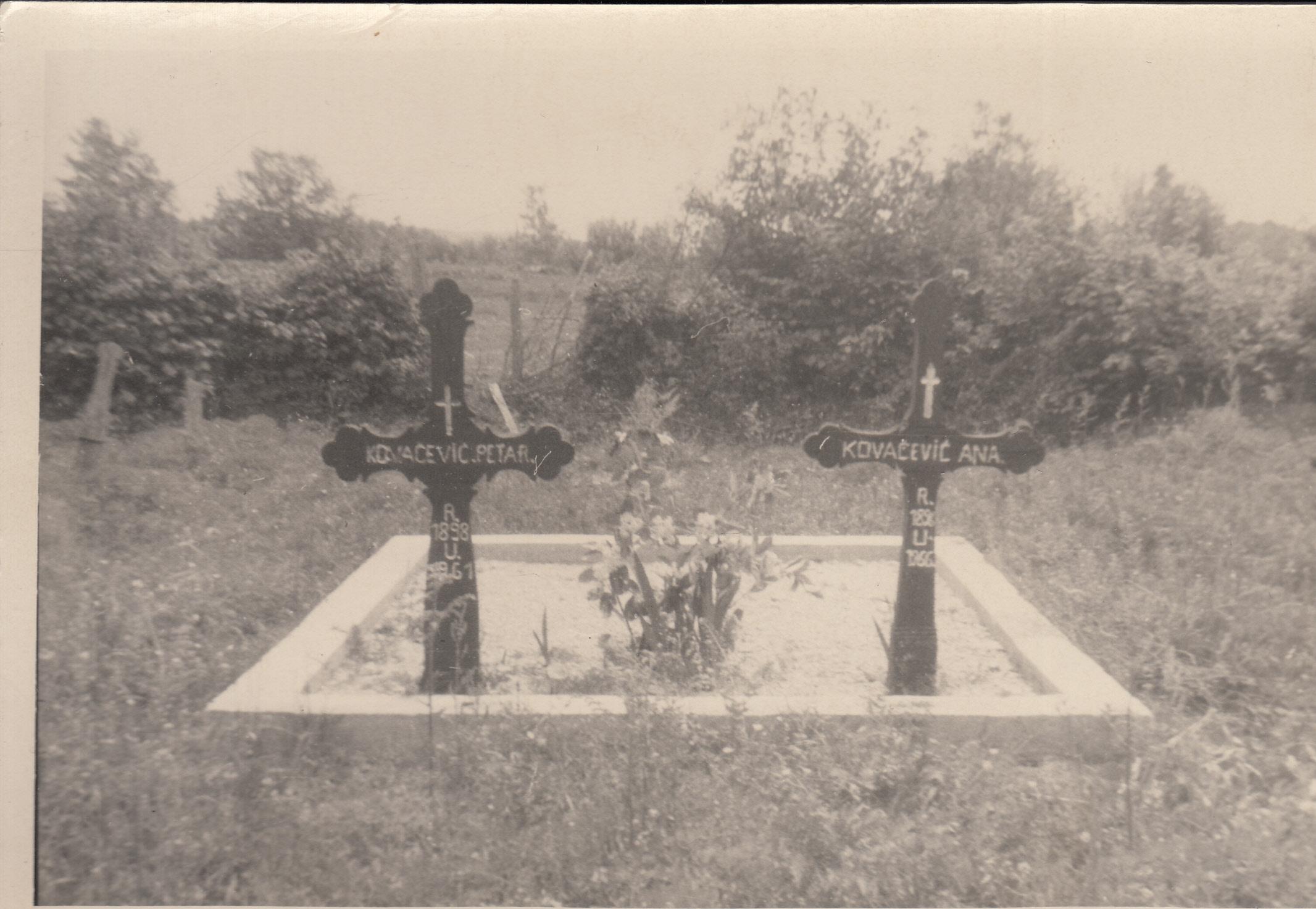 Tradicionalni žumberački grobljanski križevi