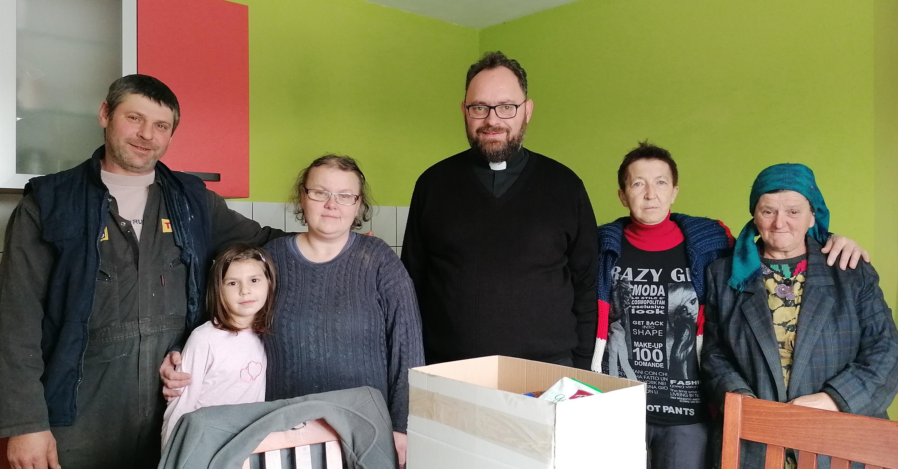 Ordinarij mons. Milan Stipić u predbožićnom pastoralnom obilasku obitelji u mrzlopoljskoj župi