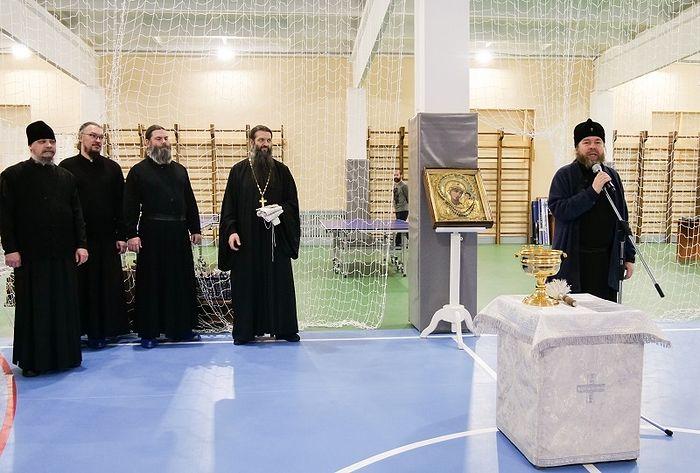 Monasi uz manastir sagradili sportsku dvoranu za djecu