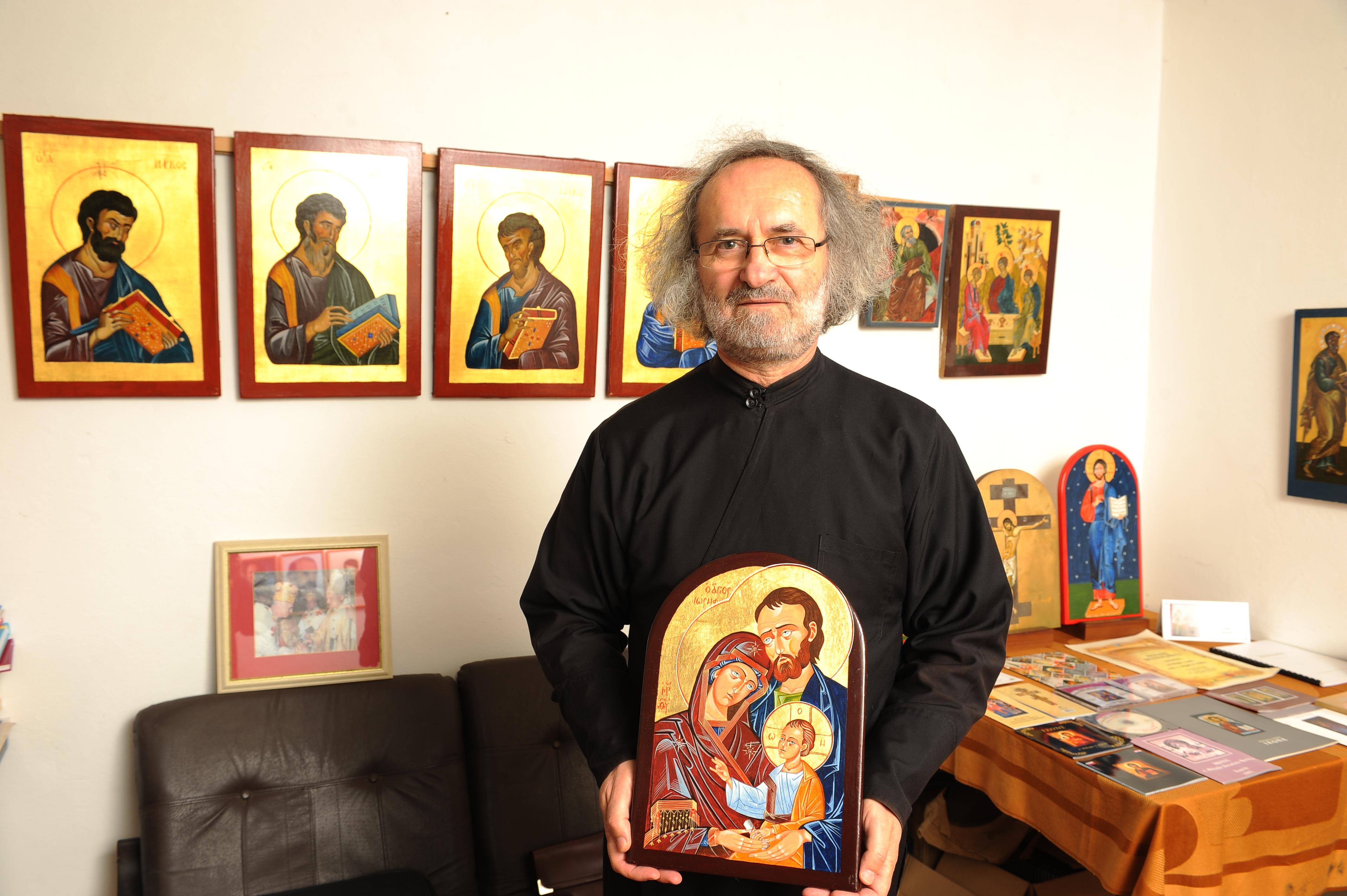 Izišla retrospektiva svećenika Žumberačkog vikarijata ikonopisca o. Mihajla Hardija