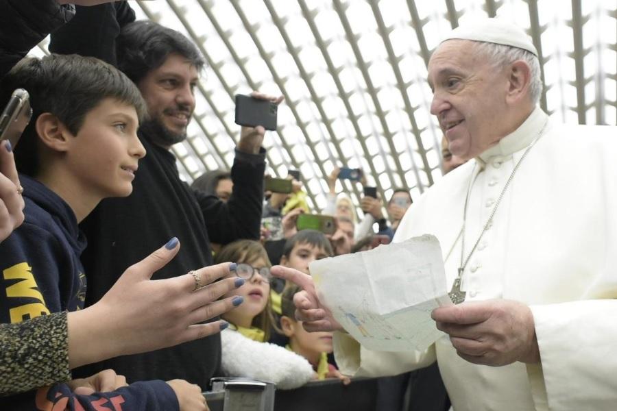 Papa na katehezi: Moramo svjedočiti da je svaka osoba za Boga vrijedna i ljubljena
