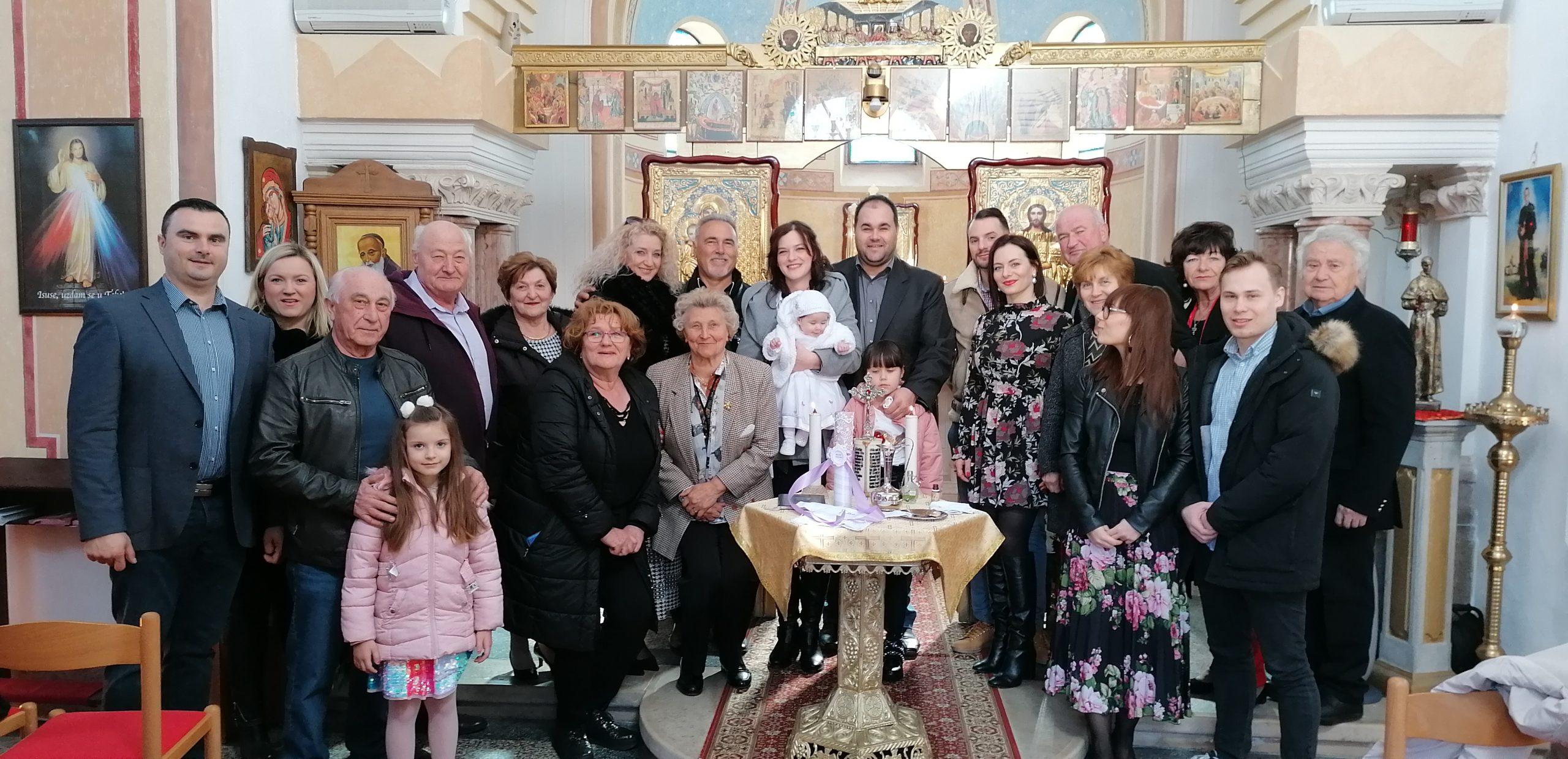 Radost krštenja u Pribiću
