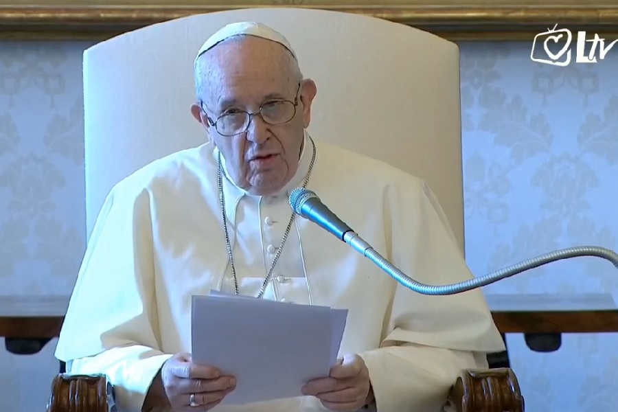 Papa Franjo: Svi se u molitvi hrvamo s Bogom
