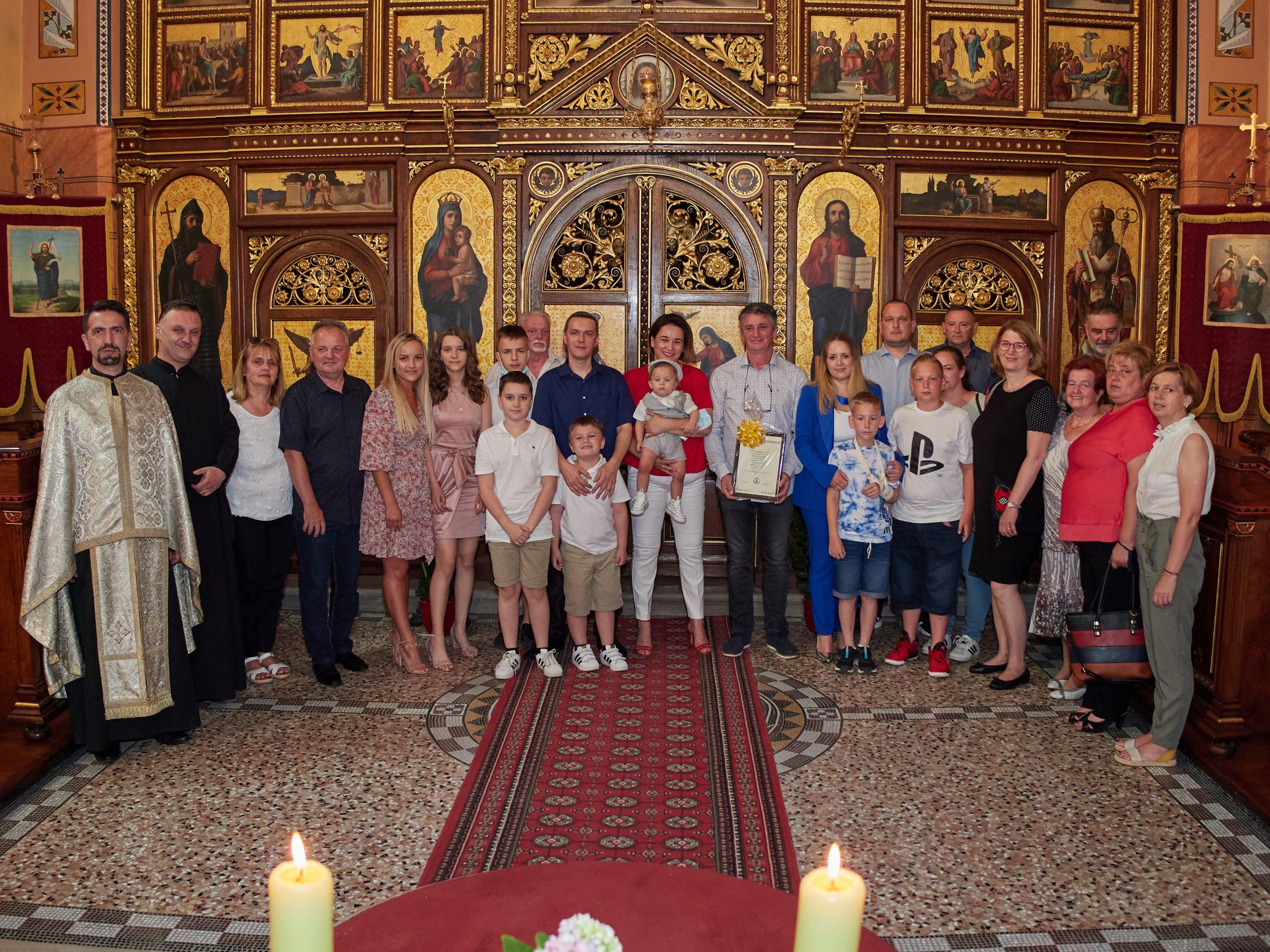 U zagrebačkoj konkatedrali održano krštenje petog djeteta obitelji Dejanović